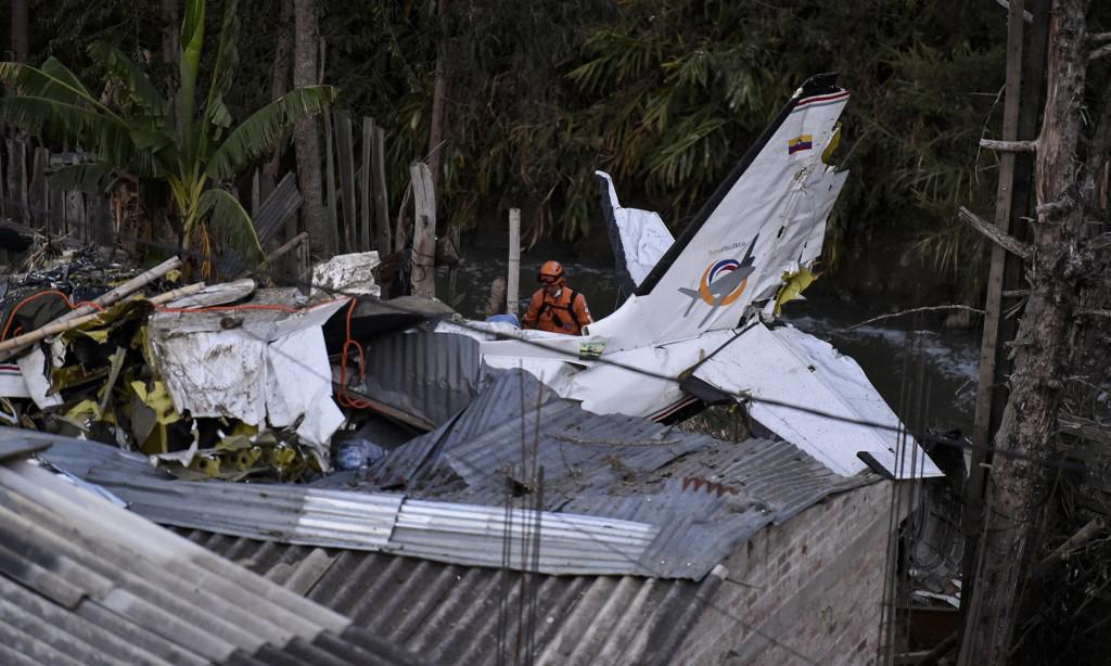 Máy bay Colombia rơi