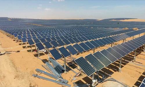 Trang trại điện mặt trời rộng 66,7 km2 giữa sa mạc