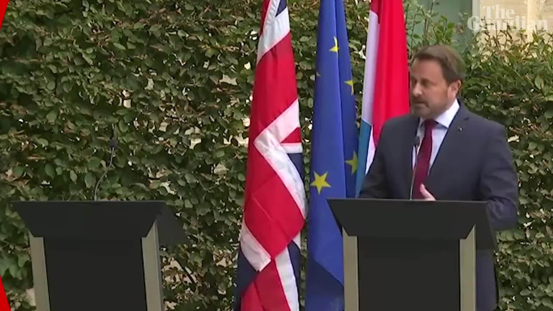 Thủ tướng Anh 'trốn' họp báo