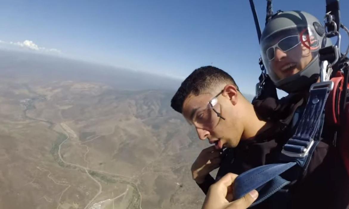 Lính thủy quân lục chiến Mỹ ngất xỉu ba lần khi nhảy dù