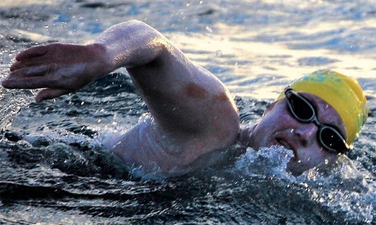 Người phụ nữ bốn lần liên tiếp bơi qua eo biển Manche