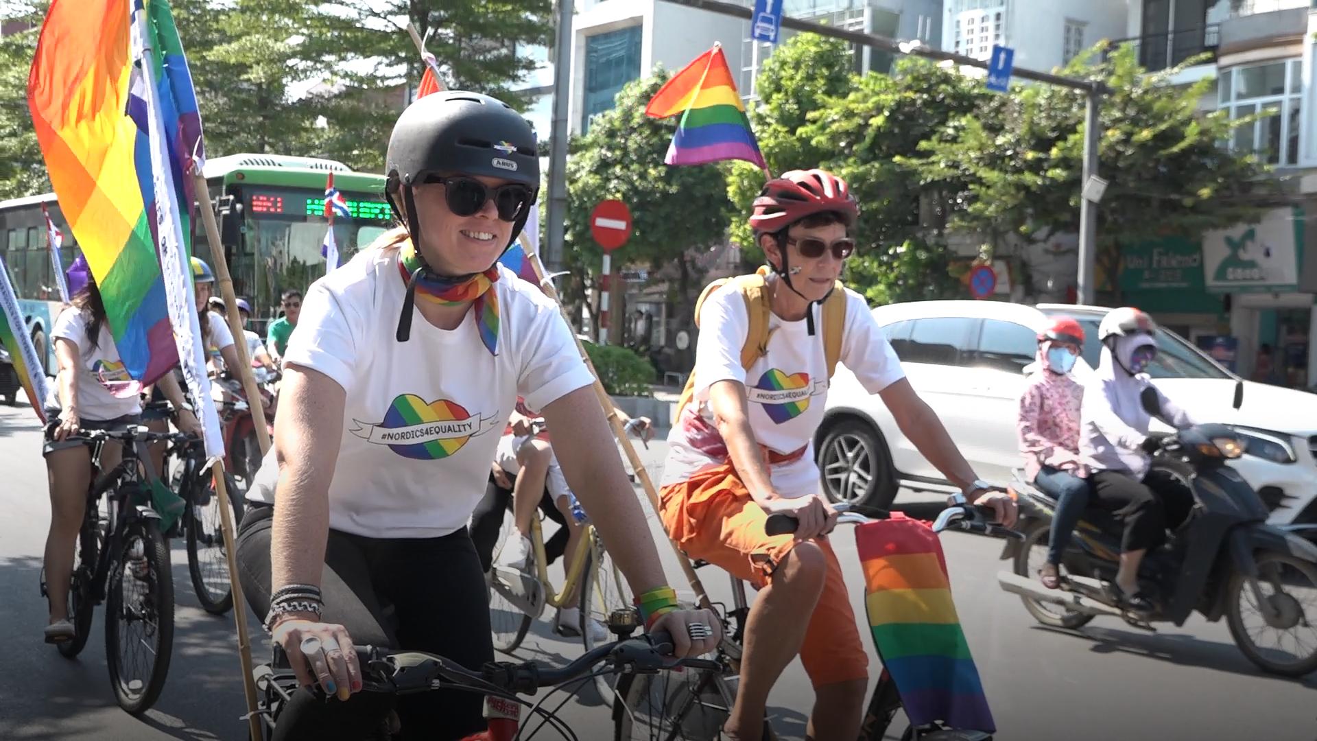 Đại sứ Bắc Âu tham gia đạp xe vì cộng đồng LGBTI