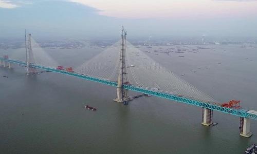 Trung Quốc sắp hoàn thành cầu vòm thép dài nhất thế giới