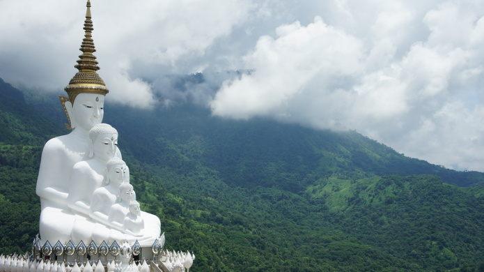 5 pho tượng Phật nhỏ dần trên đỉnh núi Thái Lan