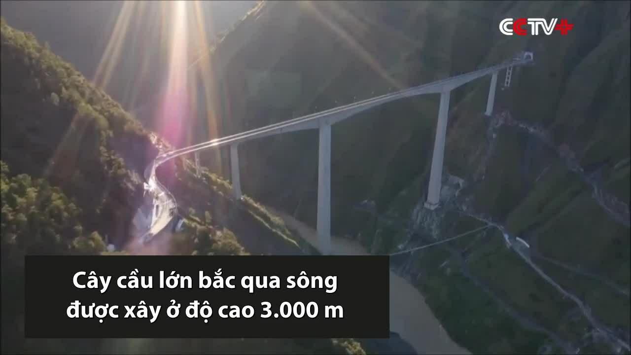 Trung Quốc thông xe cầu cao 3.000 m vắt qua hẻm núi