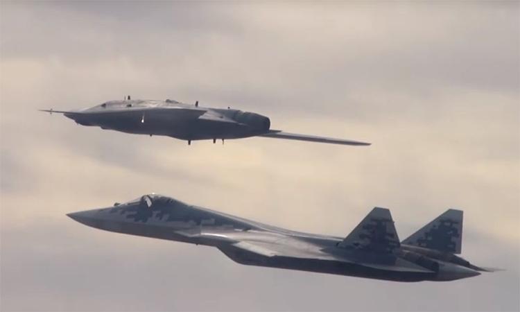 UAV chiến đấu 'Thợ săn tàng hình' Nga lần đầu bay cùng Su-57