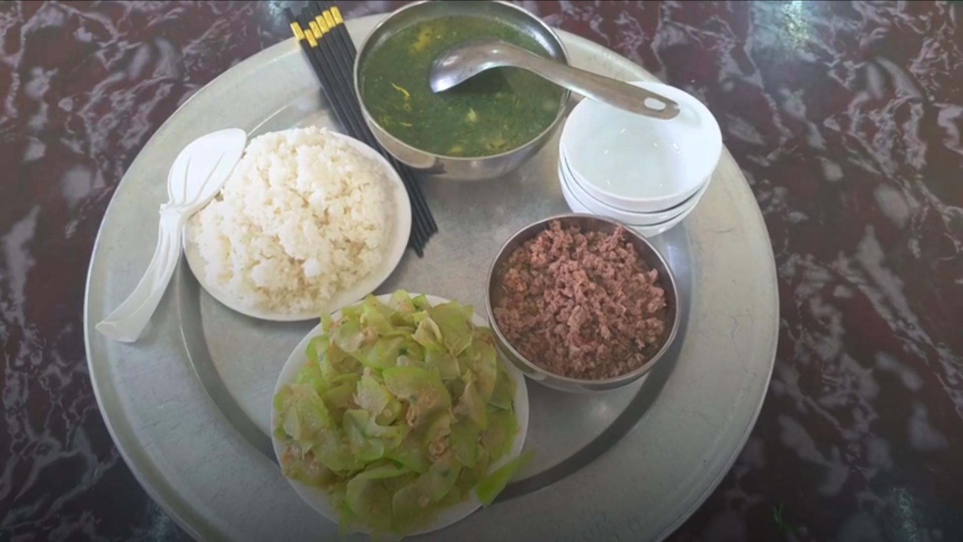 Quy trình nấu ăn bán trú tại một trường tiểu học
