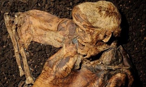 Xác ướp người đàn ông còn nguyên râu sau 2.000 năm