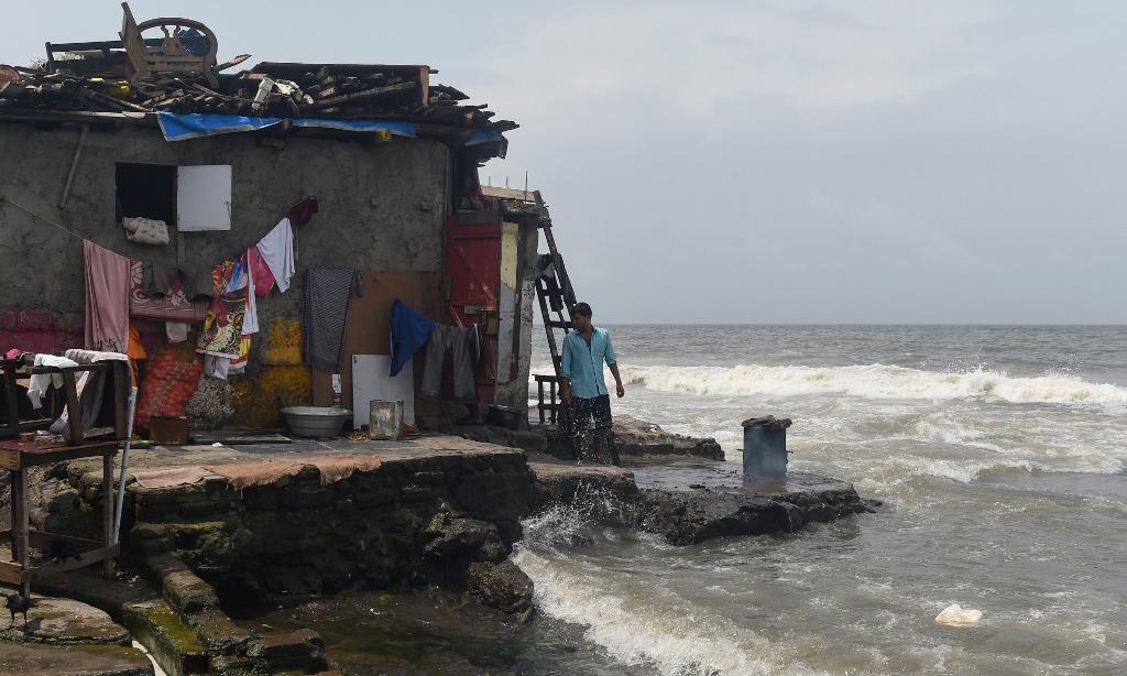 Thành phố lớn nhất Ấn Độ chìm dần xuống biển