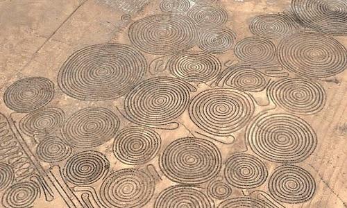 Những hình xoắn ốc khổng lồ trên sa mạc Nam Phi