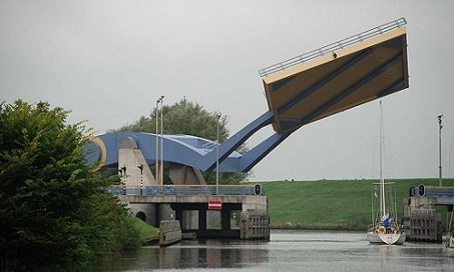 Cây cầu 'biết bay'