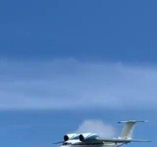 Máy bay hạ cánh bằng bụng