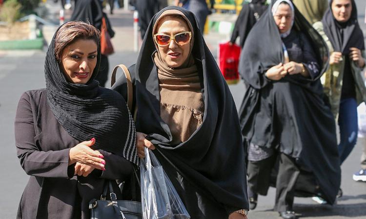 Phụ nữ Iran lần đầu được đến sân vận động sau 40 năm