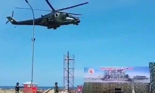 Trực thăng vũ trang thổi sập lễ đài duyệt binh