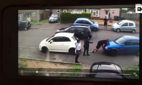 Bê lùi ôtô