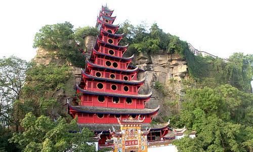 Ngôi đền 12 tầng giữa mặt sông Dương Tử