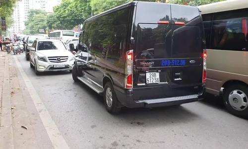 Ford Transit lấn làn đối đầu với Mercedes