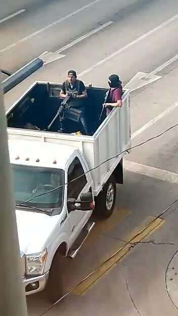 Băng đảng nổ súng sau khi con trai El Chapo bị bắt