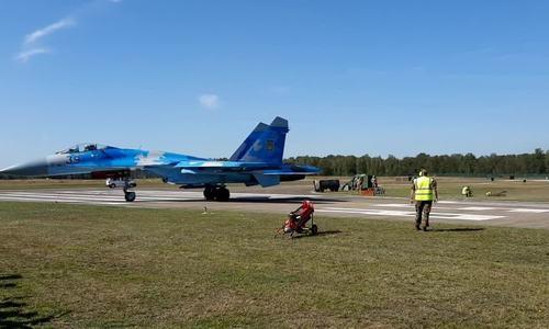 Tiêm kích Su-27 thổi bay kỹ thuật viên