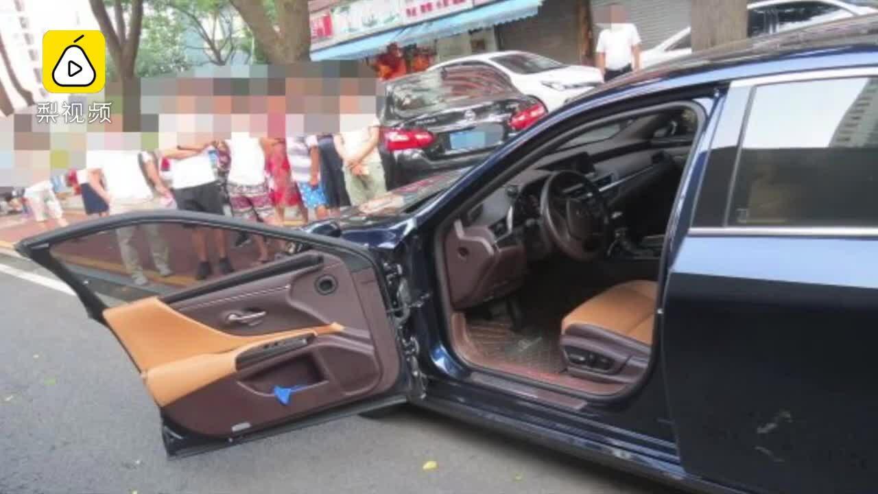 Tài xế bất cẩn bị ôtô khác đâm gãy cửa