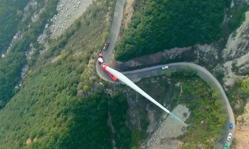 Hành trình vận chuyển cánh turbine gió 70 m lên đỉnh núi