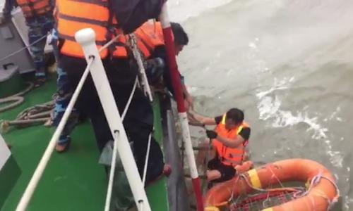 12 người được cứu trong vụ chìm tàu ở Vũng Áng