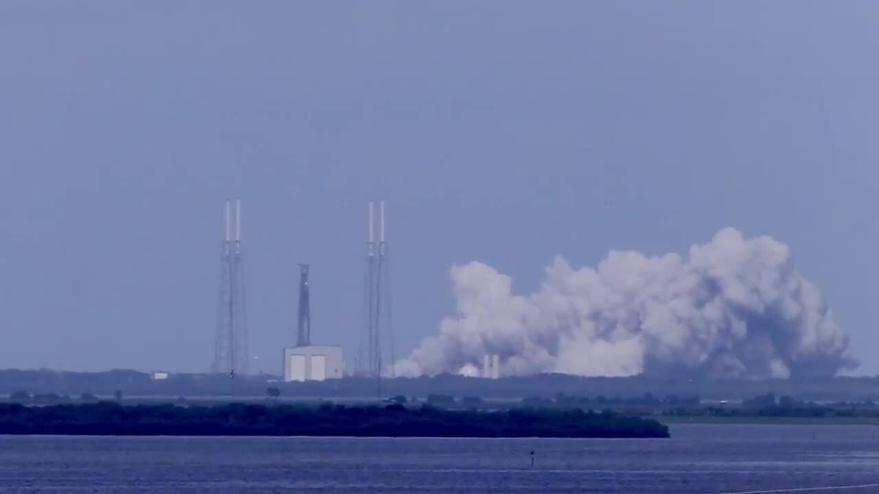 SpaceX thử nghiệm tên lửa trước khi phóng 60 vệ tinh