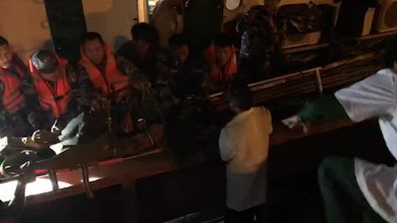 Cảnh sát biển cấp cứu thuyền viên gặp nạn trên biển