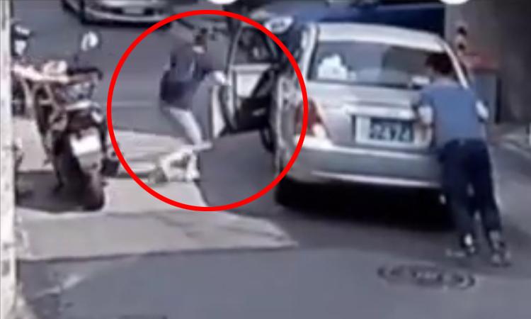 Người đàn ông sửng sốt vì được phụ nữ lái hộ xe