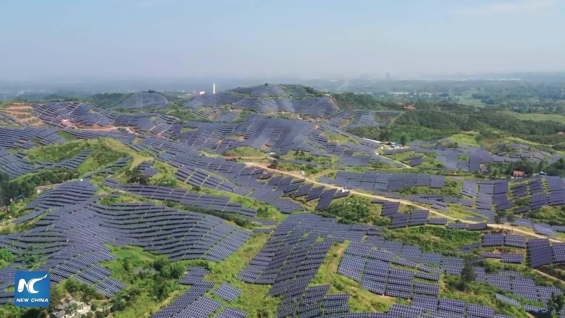 Trang trại điện mặt trời có thể nhìn thấy từ không gian