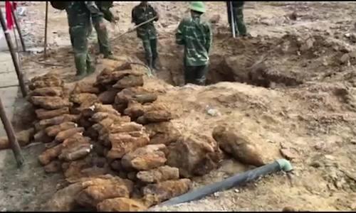 Phát hiện 352 quả đạn cối, lựu đạn khi xây chợ