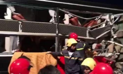 Giải cứu ba hành khách mắc kẹt sau tai nạn
