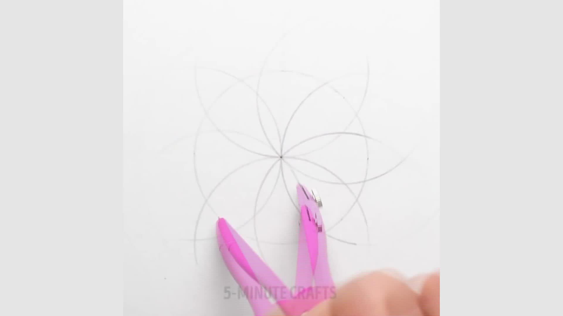 Cách vẽ hoa trang trí bằng thước và compa