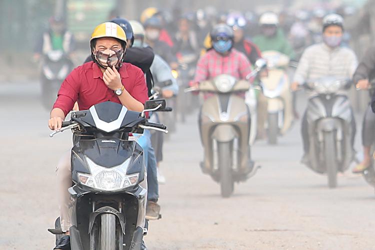 Ô nhiễm không khí bóp nghẹt Hà Nội
