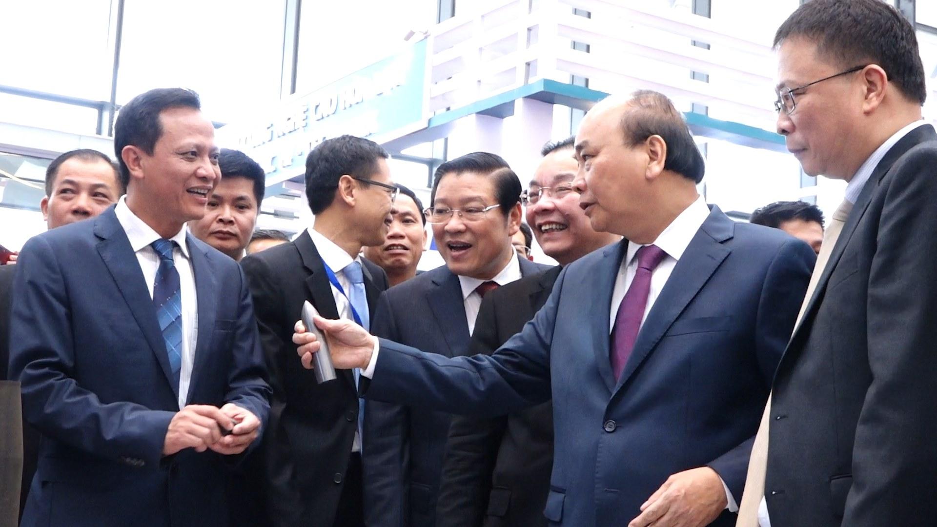 Thủ tướng thăm triển lãm 60 năm Bộ Khoa học Công nghệ