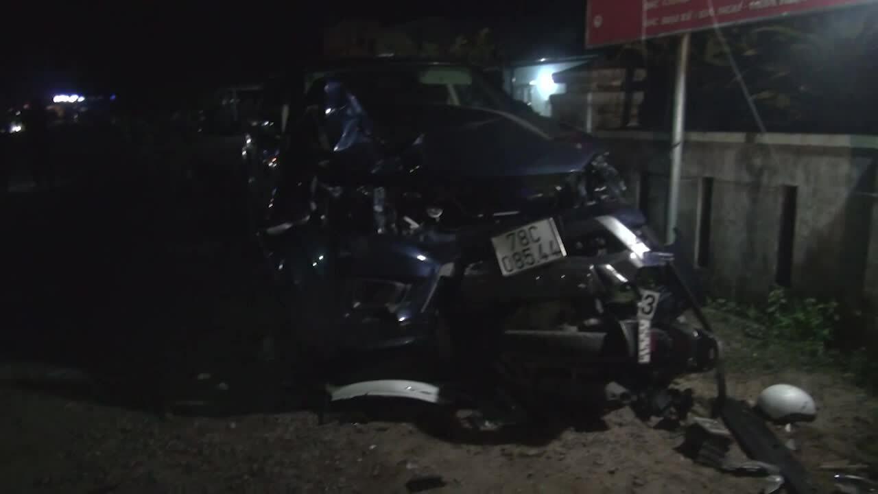Ôtô tông hàng loạt xe, bốn người chết