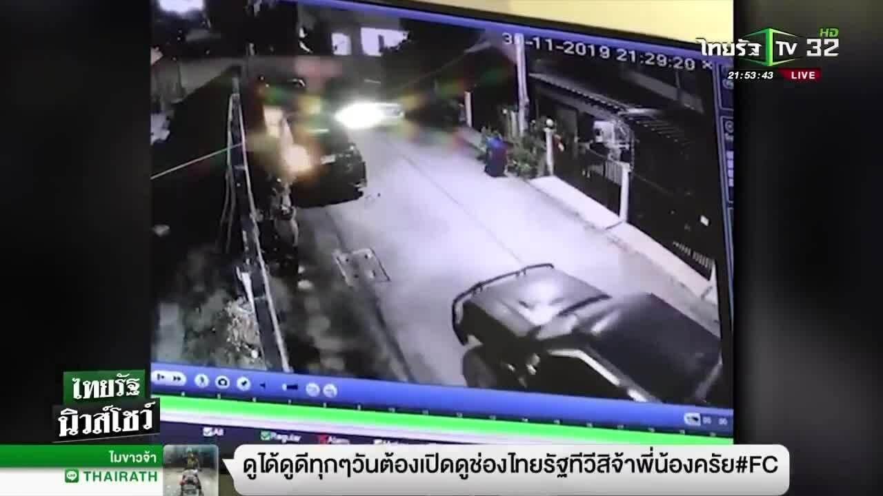 Xe bán tải đâm dồn hai ôtô đỗ trước cửa