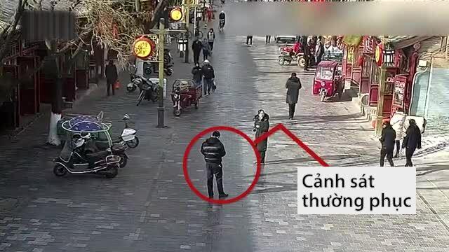 Cảnh sát dụ kẻ trốn truy nã tự chui đầu vào rọ