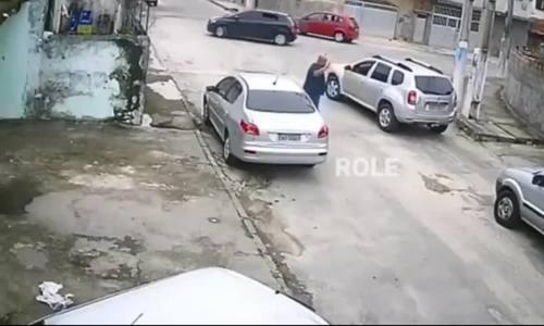 Không lái được ôtô sau khi cướp, thanh niên bị bắt tại chỗ
