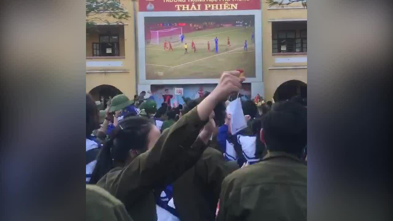 Học sinh phát cuồng vì bàn thắng của Tiến Linh