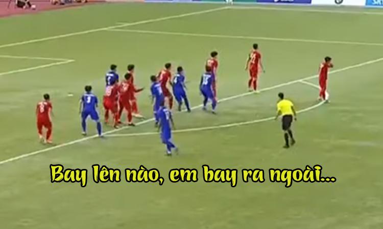 CĐV Việt Nam hát 'bay lên trời' khi U22 Thái Lan đá phạt