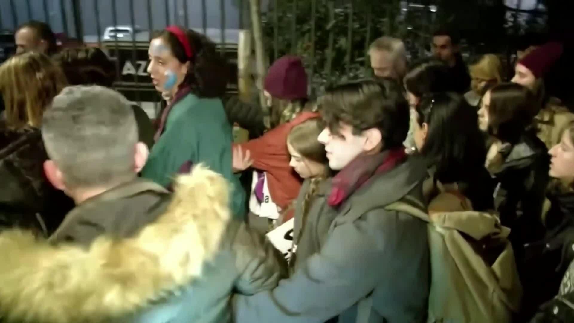 Thunberg phải rời sự kiện biểu tình vì quá đông fan