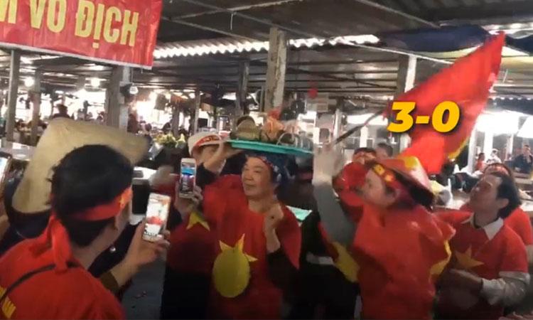 Tiểu thương dự đoán Việt Nam thắng Indonesia 3-0