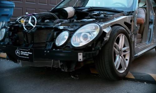 Chuyện gì xảy ra khi ôtô chạy qua con lươn ở tốc độ cao?