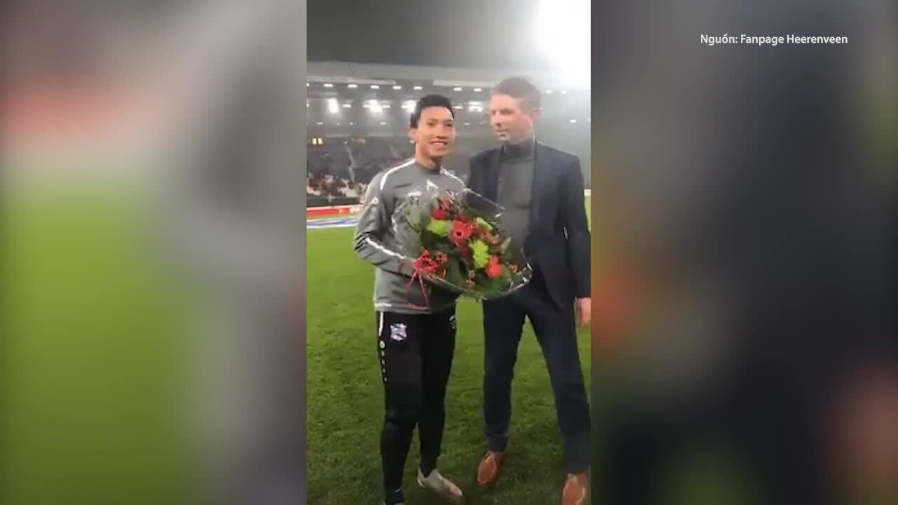 Văn Hậu được CLB Heerenveen chúc mừng sau chiến thắng tại SEA Games 30