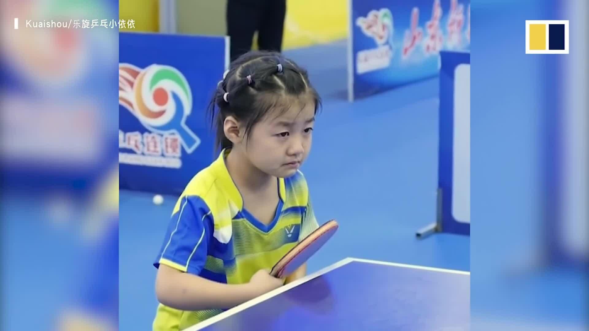 Cô bé có 3 triệu fan nhờ nỗ lực học chơi bóng bàn