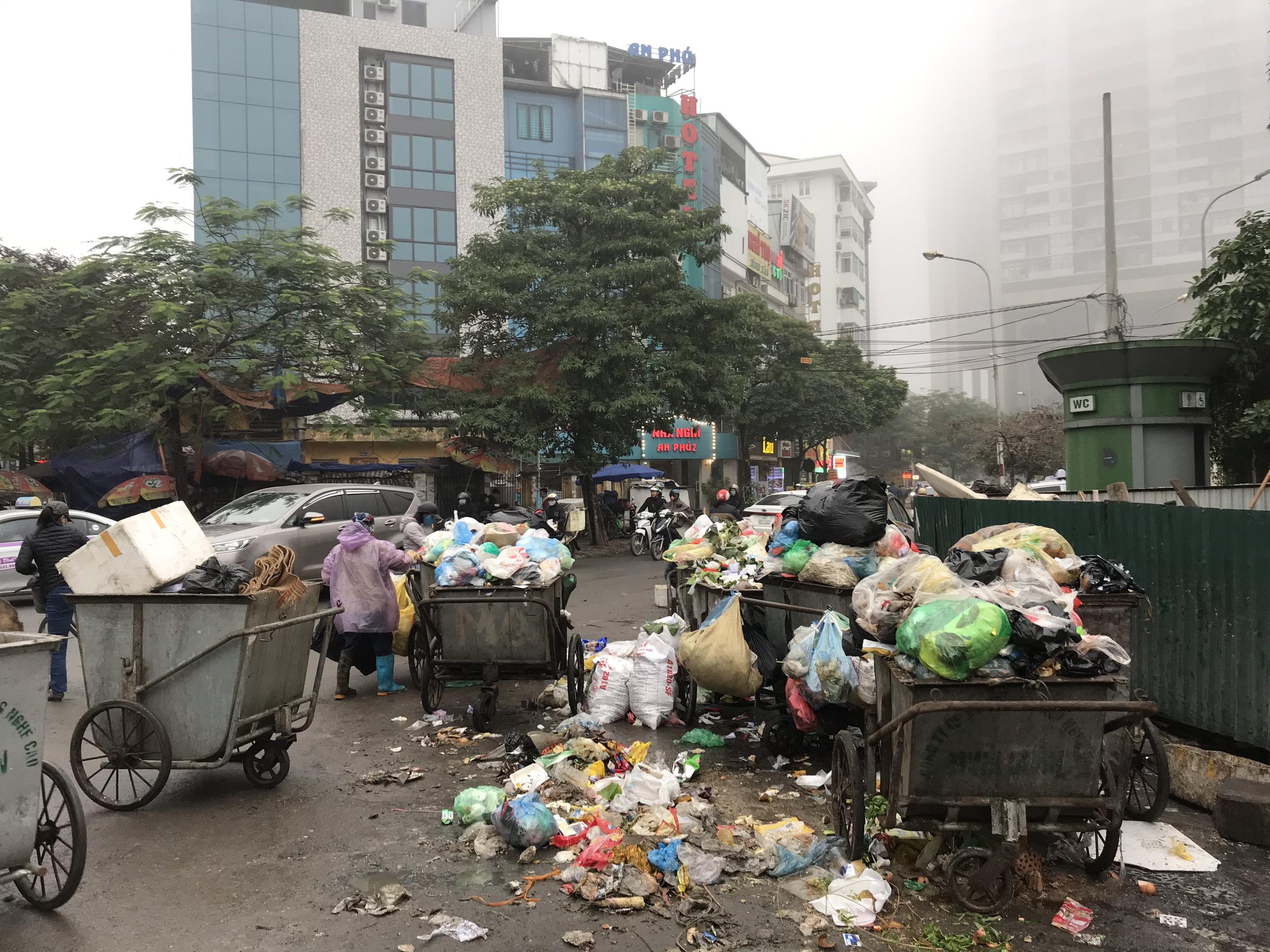 Người dân chặn bãi rác Sóc Sơn
