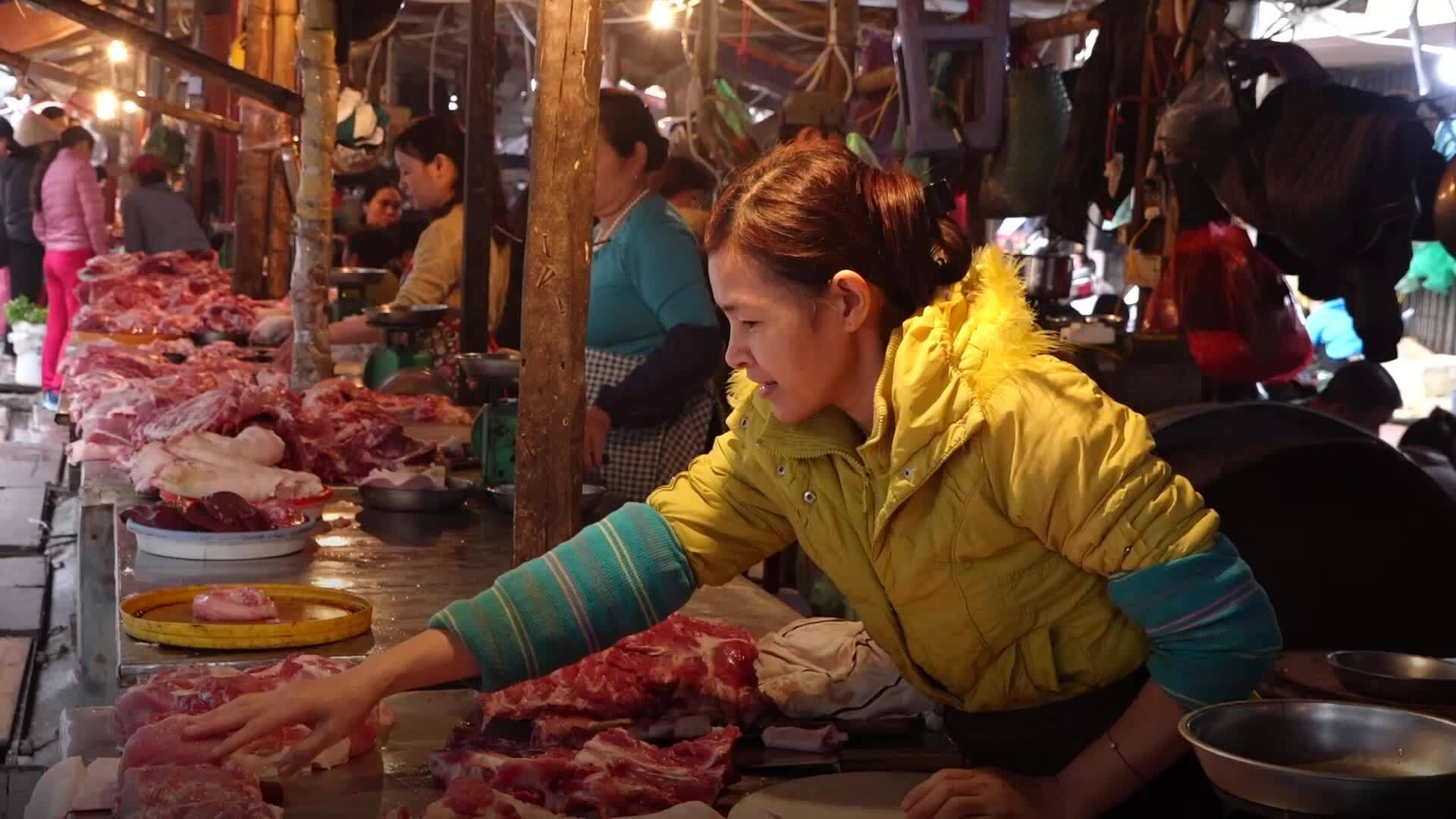 Thịt lợn tiêu thụ chậm do giá tăng cao kỷ lục