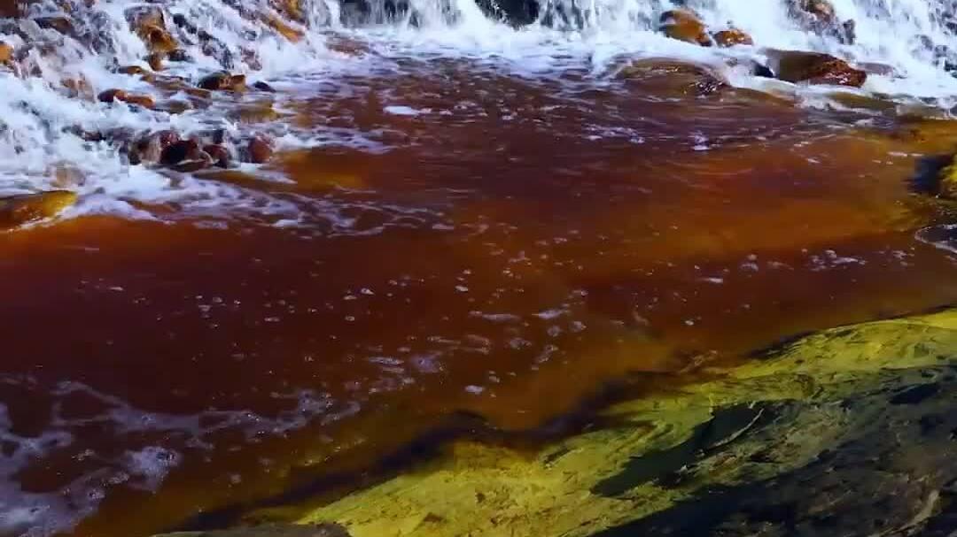 Dòng sông chết nước đỏ như máu ở Tây Ban Nha