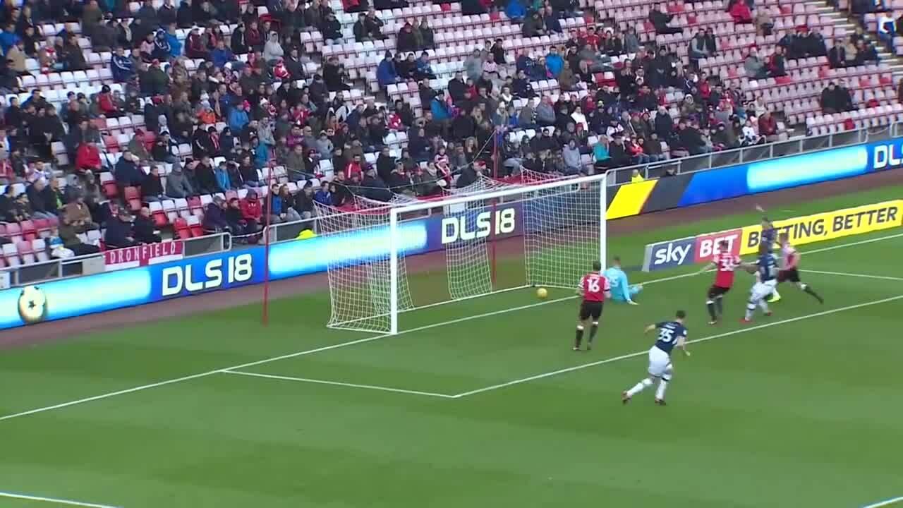 Trận đấu thảm họa của hai thủ môn ở giải hạng Nhất Anh